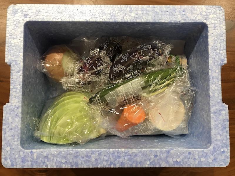 ヨシケイ夕食ネット日替わりメニュー白身魚となすのおろし煮3人用箱の中上から見た図