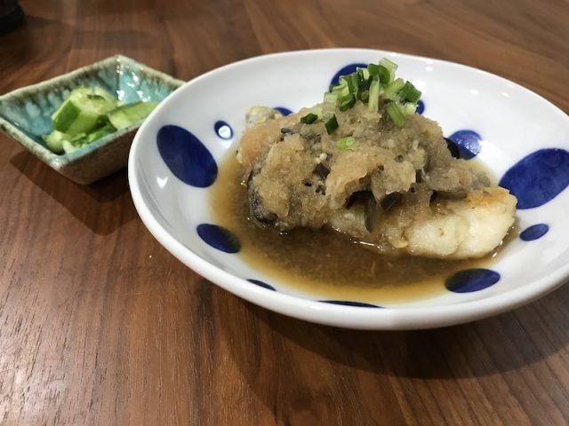 ヨシケイ夕食ネット日替わり白身魚となすのおろし煮3人用白身魚(メイン)から撮った写真