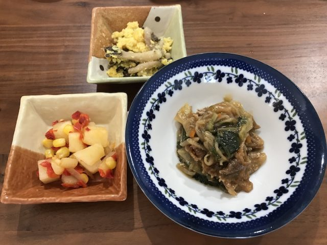 ヨシケイ夕食キット楽らく味彩3食1人用鶏肉の玉子とじメニュー2食目豚肉のこがし醤油炒め
