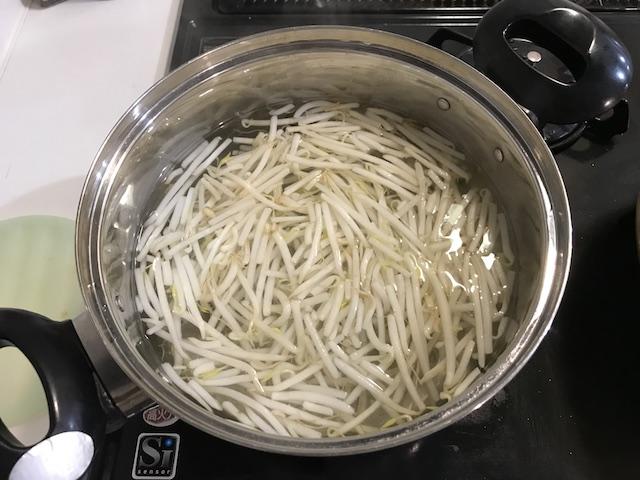 大地を名乗る会お試しセット主菜と副菜が20分で作れるおやさいdeli kit(3人前)調理風景