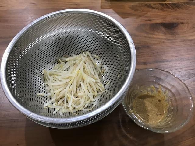 大地を守る会お試しセット主菜と副菜が20分で作れるおやさいdeli kit(3人前)緑黄色野菜の甘酢ソース副菜もやしゴマだれ調理後