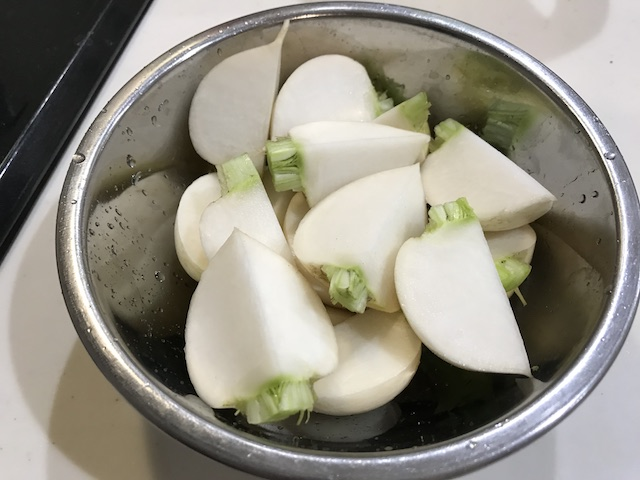 大地を守る会お試しセット野菜果物7品かぶ調理風景