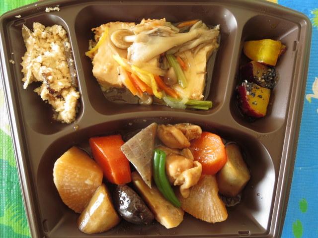 セブンミール すこやか膳 4日目:煮物・きのこ野菜あん・厚揚げ煮・さつまいも煮甘辛和え・うの花