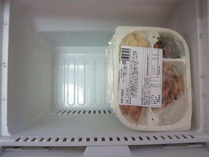 ウェルネスダイニング 冷凍庫に7食分を入れたところ