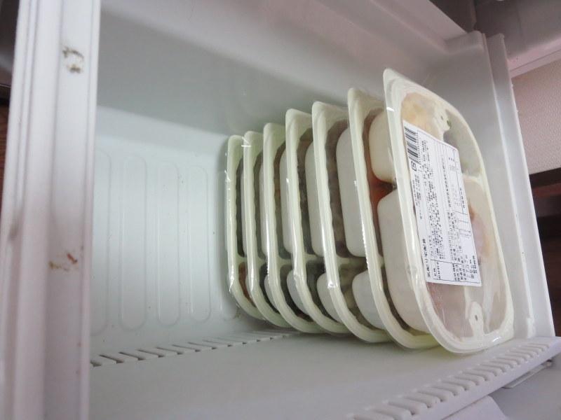 ウェルネスダイニング 冷凍庫に入れたところ 横から
