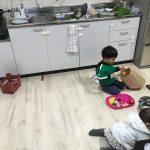 遊び場化しているキッチン
