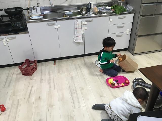 子供の遊び場化しているキッチン