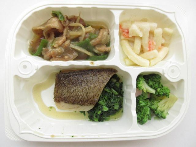 つるかめキッチンの「糖質制限気づかいご膳」カレイ生姜煮弁当