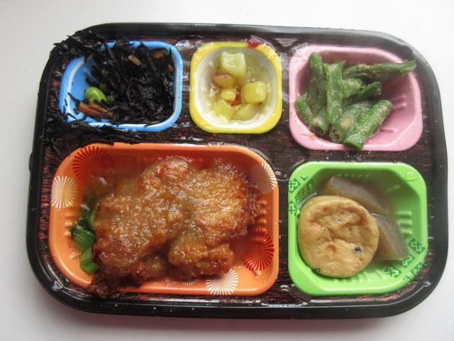 ワタミの宅食冷凍弁当「いつでも五菜」 鶏の唐揚げおろしソース