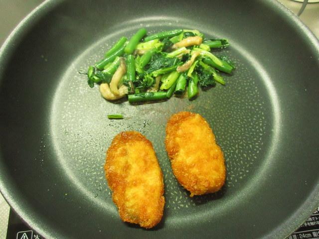 ウェルネスダイニング料理キット フライパンの中にあるサーモンフライ