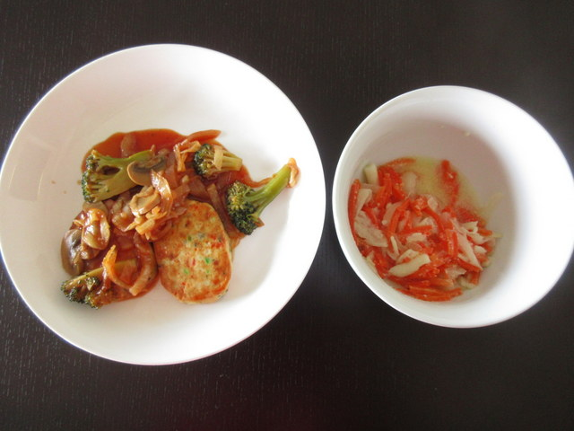 ウェルネスダイニングの料理キット 煮込み豆腐ハンバーグと にんじんサラダ